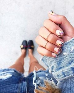 manicure with flowers