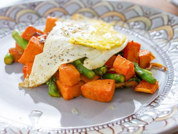 Hashbraune From Sweet Potato With Asparagus And Fried Eggs