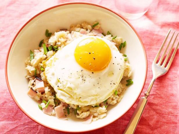 Oatmeal With Ham, Fried Eggs And Cheese