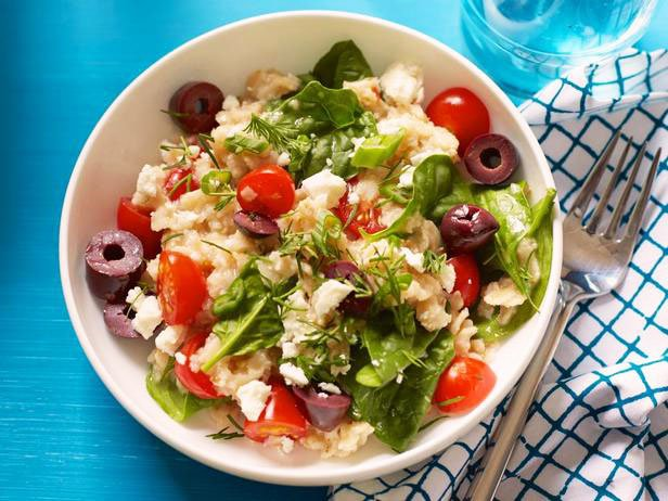 Oatmeal With Spinach, Tomatoes And Feta