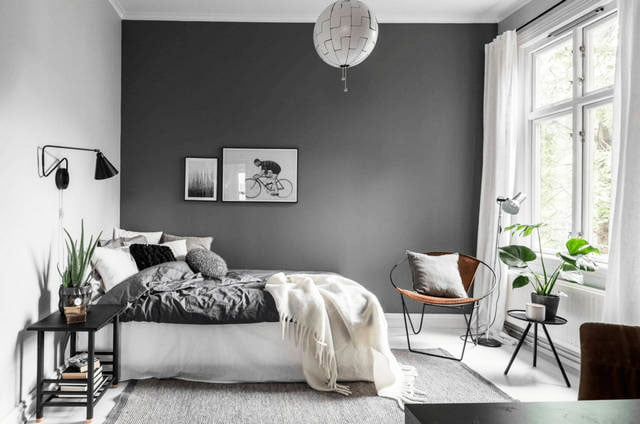 A white Scandinavian-style bedroom is the choice for the brave.