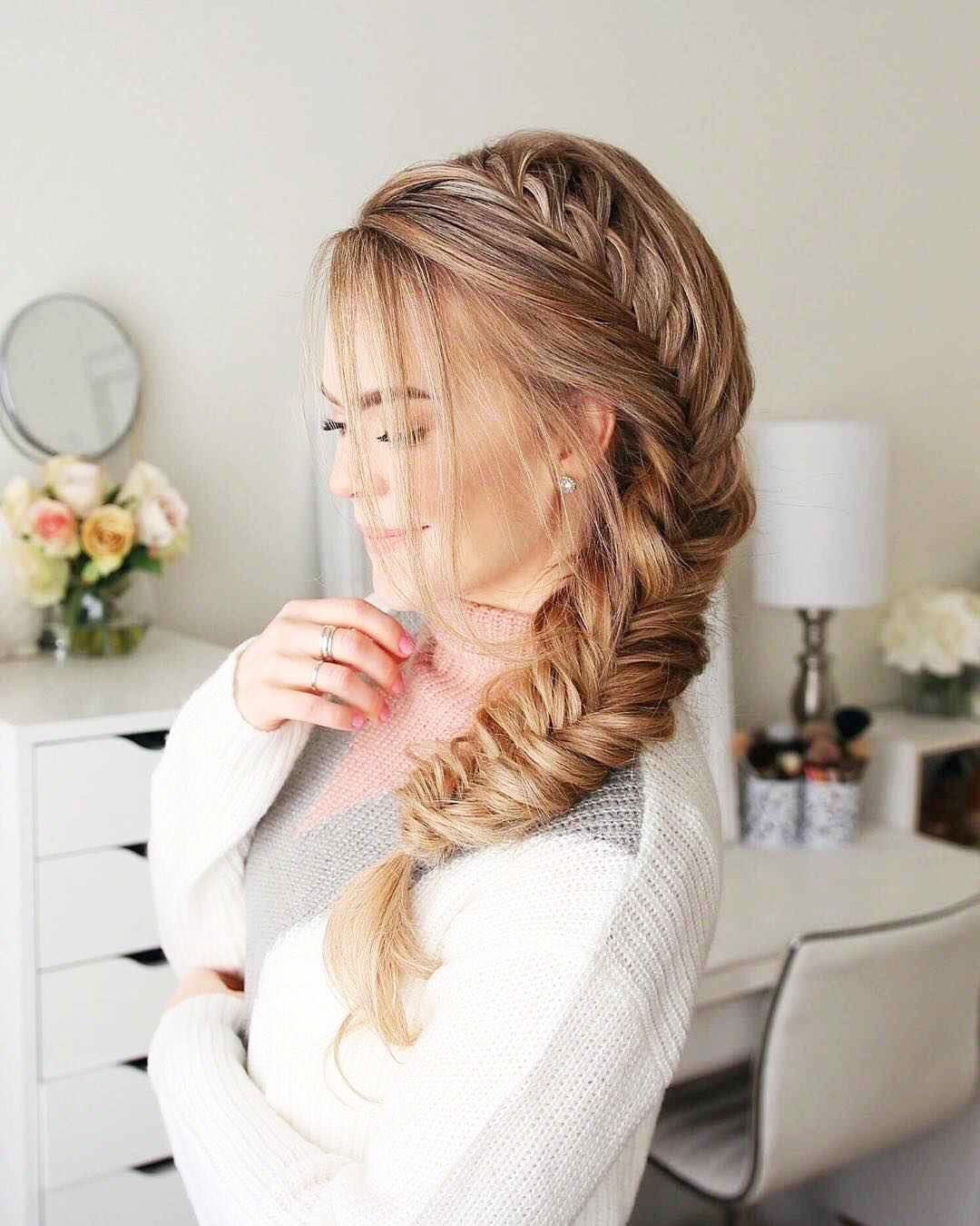 Hairstyles with round