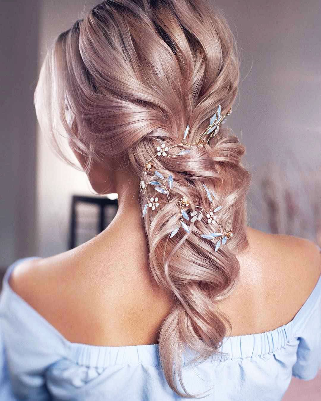 Hairstyles for white hair