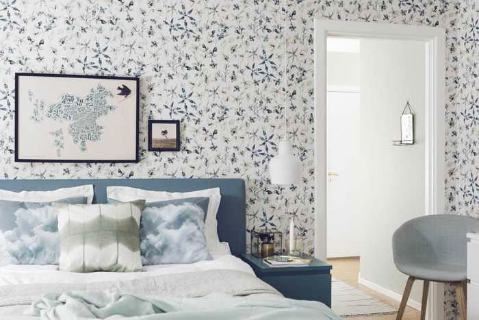 wallpaper-in-the-bedroom-scandinavian-style-with-flowers
