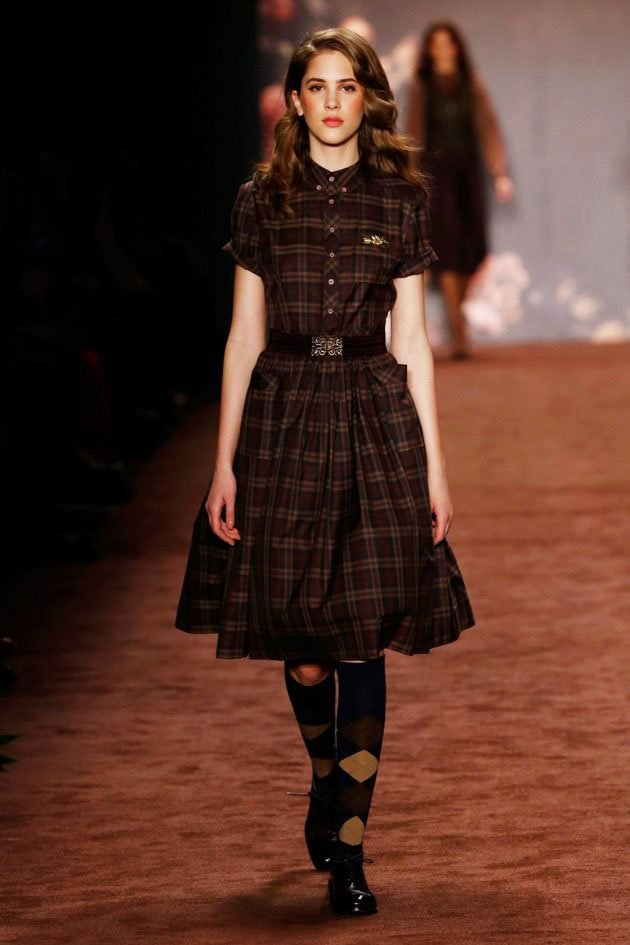 In any season, dresses with checkered colors can be used. winter outfit