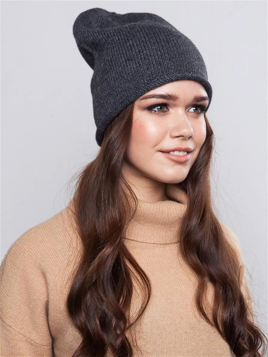 Knitted hats are a real trend of the season. They appear in many design collections.