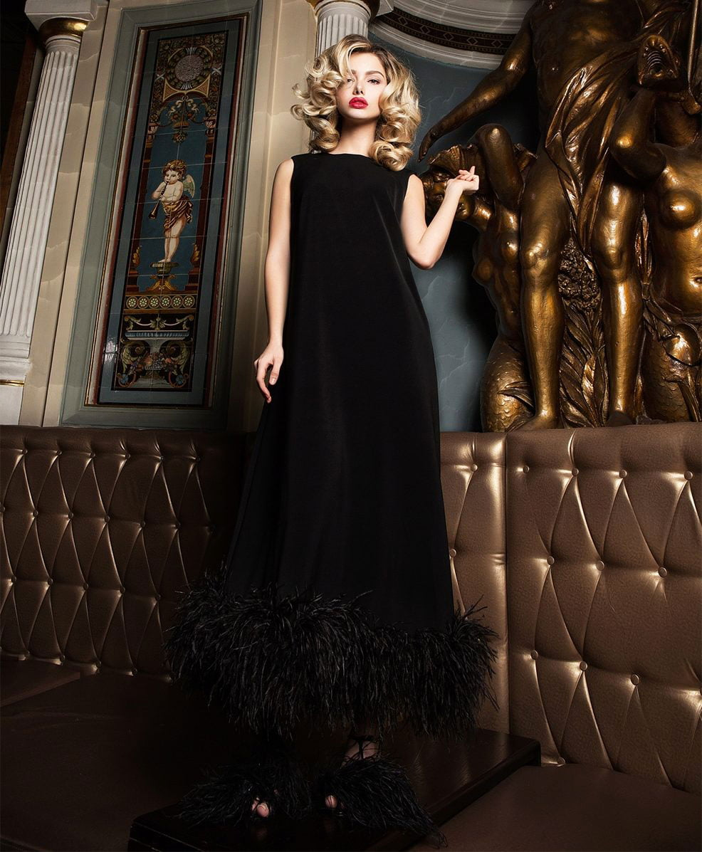 evening gowns - For special celebrations are allowed outfits with flared, lush skirts. When the figure is perfect and each of its lines is honed, you must first choose slinky models.