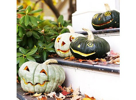 A little enhance the effect of pumpkin emotion can initially paint each berry in white and black.
