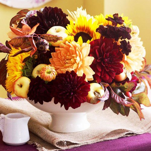 Use red, orange, and yellow to give a festive tone to your home - Thanksgiving Decorations For Home