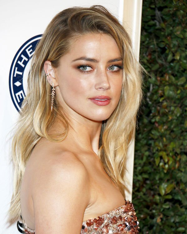 7-Perfect-Combinations-Of-Haircut-And-Dyeing--Amber-Heard-5