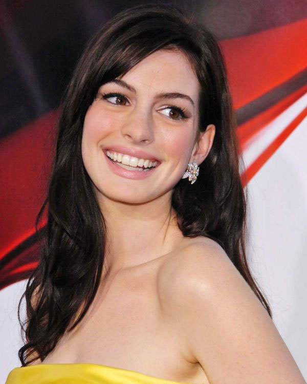 7-Perfect-Combinations-Of-Haircut-And-Dyeing---Anne-Hathaway-6