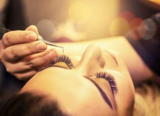 5 Amazing Ways To Remove Eyelash Extensions At Home