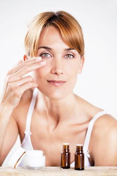 Precautions When Unstuck Eyelashes - Remove Eyelash Extensions At Home
