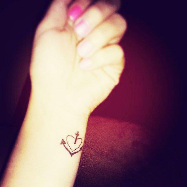 51 Gorgeous Small Wrist Tattoos For Women