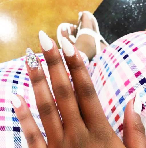 21 Amazing Nail Design Ideas With Rhinestones