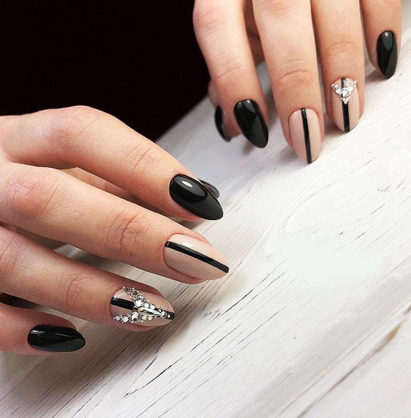 Stylish Nails And Paint Game