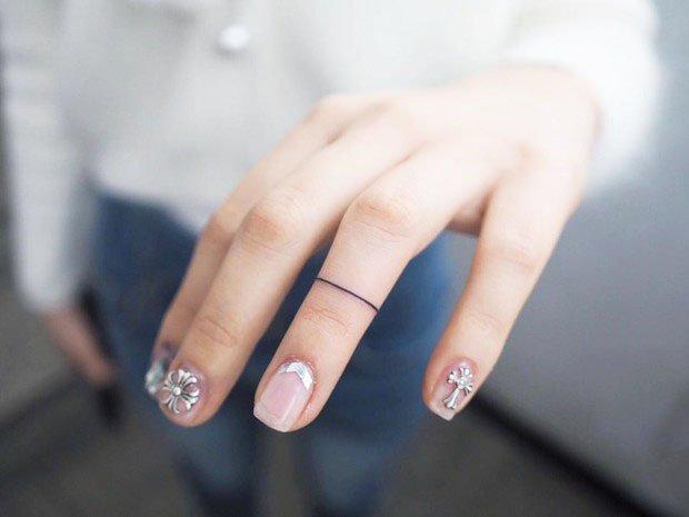 Tattoo-ring - 51 Unique Minimalist Tattoos Designs For Women