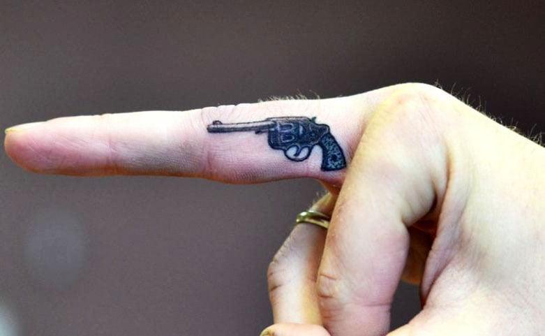 31 Beautiful Finger Tattoos Ideas For Women
